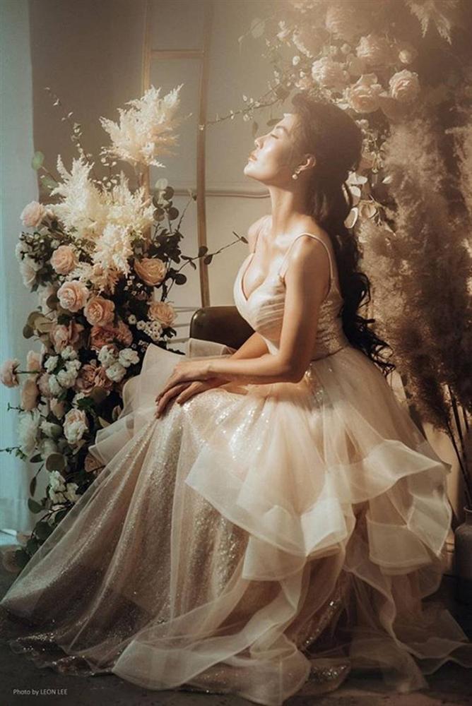Thanh Hương diện đầm xòe công chúa 2 dây, trưng vòng một căng đầy gợi cảm-10
