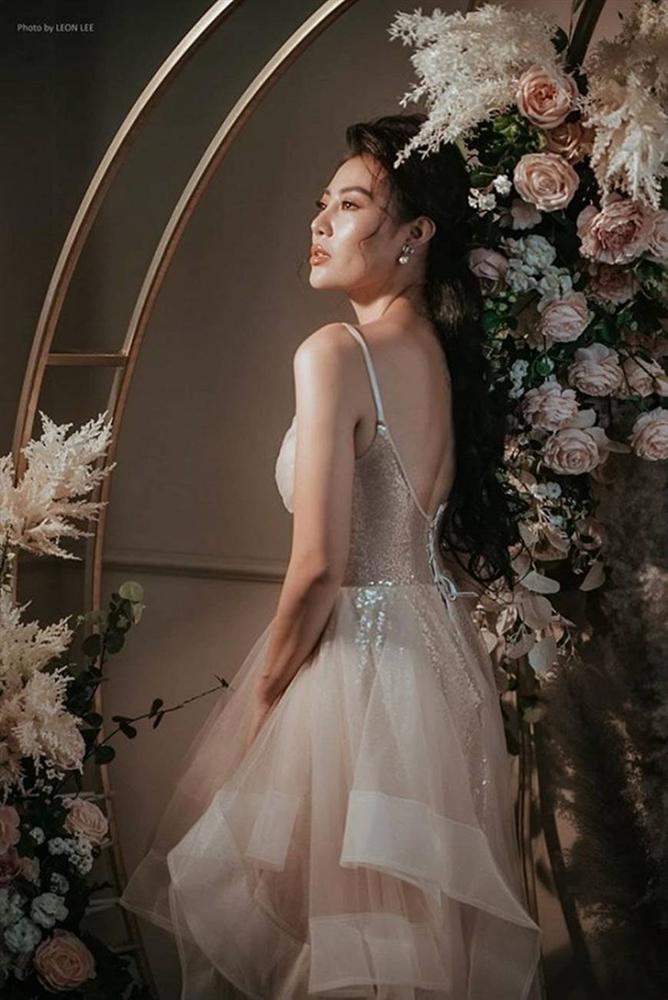 Thanh Hương diện đầm xòe công chúa 2 dây, trưng vòng một căng đầy gợi cảm-2