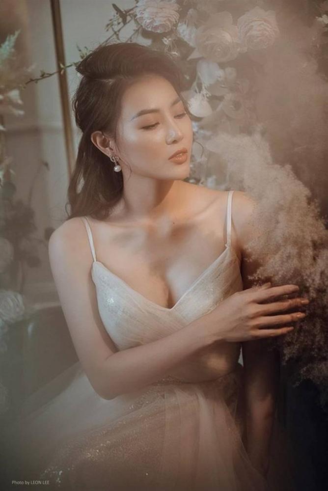 Thanh Hương diện đầm xòe công chúa 2 dây, trưng vòng một căng đầy gợi cảm-3