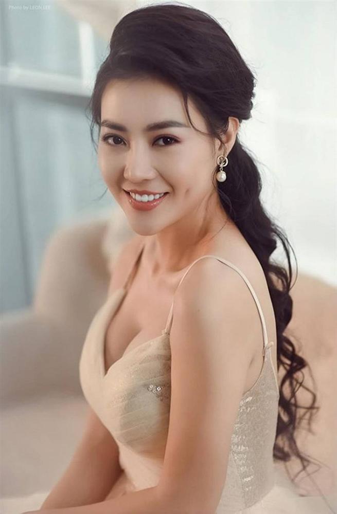 Thanh Hương diện đầm xòe công chúa 2 dây, trưng vòng một căng đầy gợi cảm-5