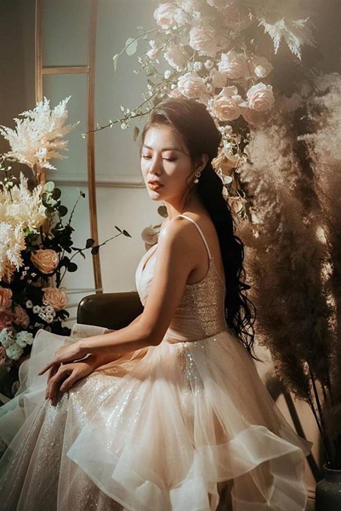 Thanh Hương diện đầm xòe công chúa 2 dây, trưng vòng một căng đầy gợi cảm-9