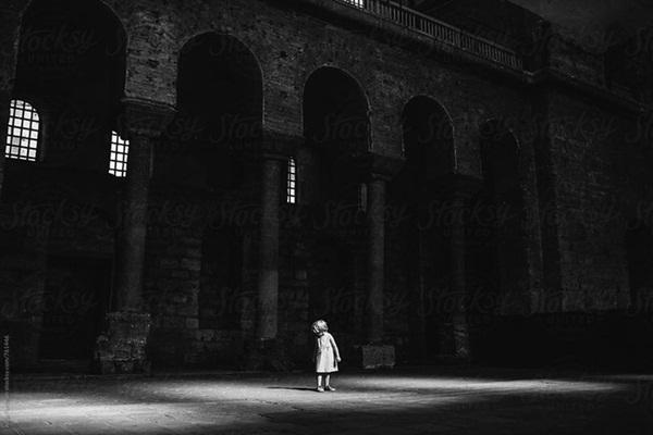 """Ban đêm đi học về, bé gái khóc kể con nhìn thấy ma"""", bố âm thầm theo dõi liền phát hiện sự thật còn đáng sợ hơn thế-2"""