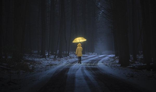 """Ban đêm đi học về, bé gái khóc kể con nhìn thấy ma"""", bố âm thầm theo dõi liền phát hiện sự thật còn đáng sợ hơn thế-3"""