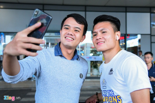 Ngôi sao bóng đá Việt Nam và nước ngoài đều chuộng AirPods-6