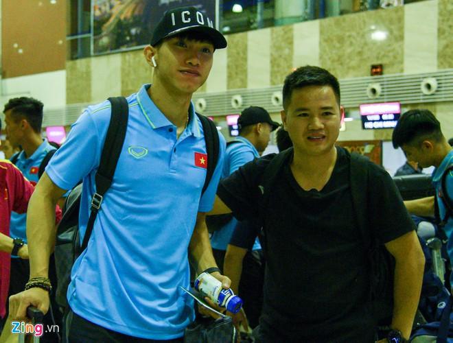 Ngôi sao bóng đá Việt Nam và nước ngoài đều chuộng AirPods-7