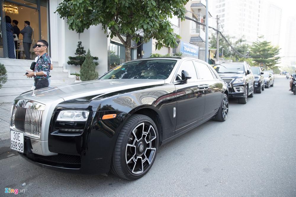 Dàn xe Rolls-Royce, Maybach xuất hiện trong lễ cưới Bảo Thy-3