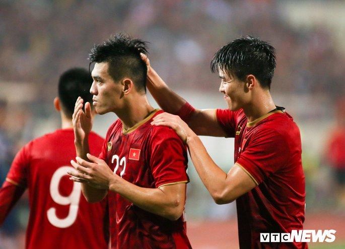 Tuyển Việt Nam lần đầu trong lịch sử bước lên ngôi đầu vòng loại World Cup-1