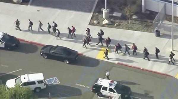Hiện trường vụ xả súng khiến ít nhất 6 người bị thương tại trường học ở Mỹ-6