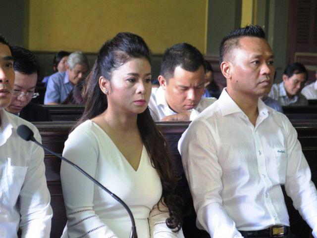 Ông Đặng Lê Nguyên Vũ bất ngờ xin xử kín sau khi bà Lê Hoàng Diệp Thảo muốn xử công khai để hàn gắn tình cảm-2