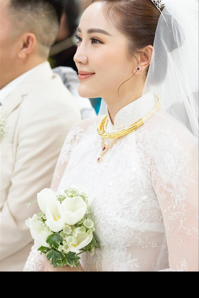 Khoảnh khắc thiêng liêng trong lễ cưới Bảo Thy-2