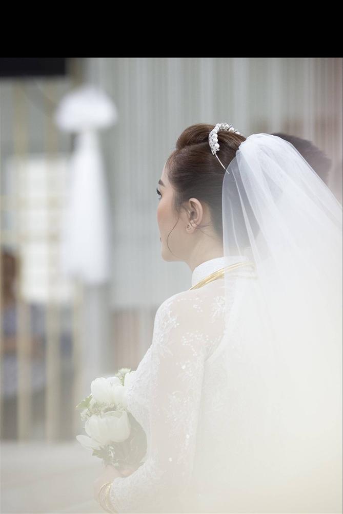 Khoảnh khắc thiêng liêng trong lễ cưới Bảo Thy-3
