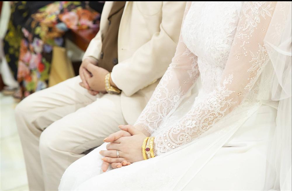 Khoảnh khắc thiêng liêng trong lễ cưới Bảo Thy-5
