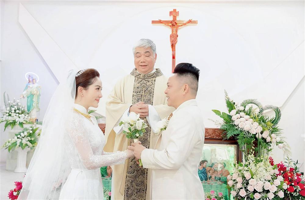 Khoảnh khắc thiêng liêng trong lễ cưới Bảo Thy-6