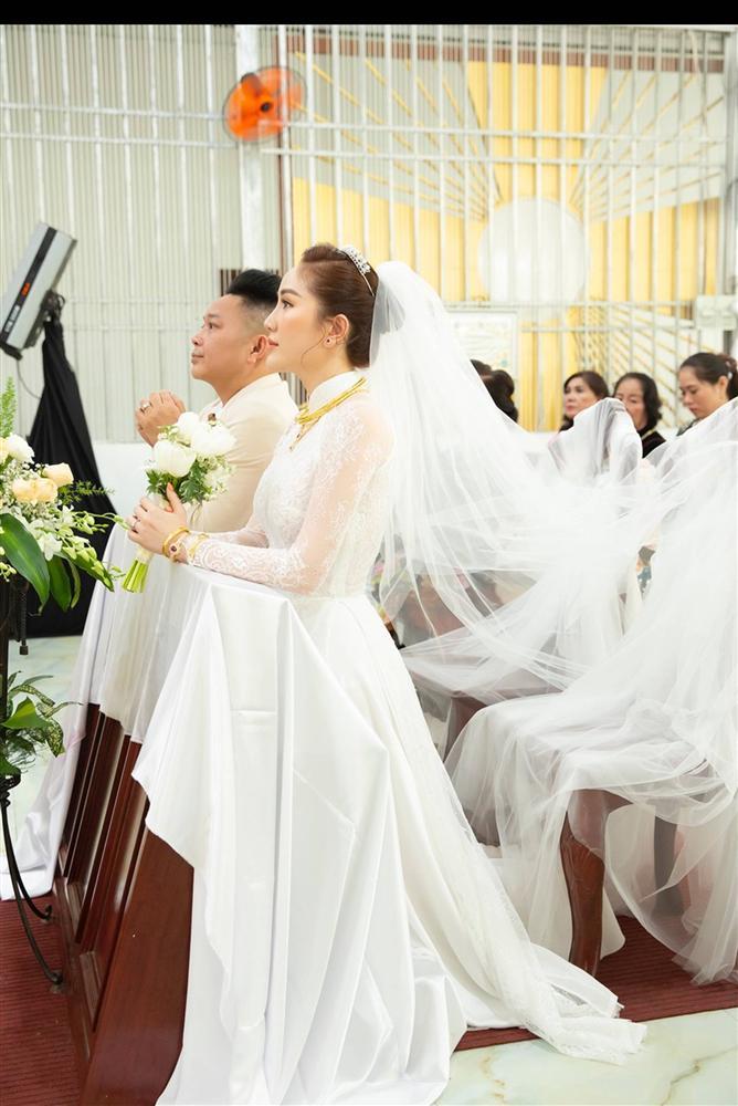 Khoảnh khắc thiêng liêng trong lễ cưới Bảo Thy-8