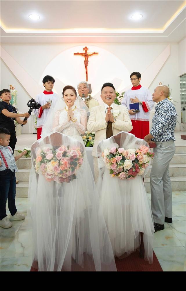 Khoảnh khắc thiêng liêng trong lễ cưới Bảo Thy-9