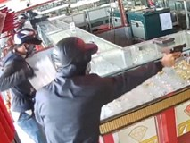 Chủ tiệm vàng bị cướp ở Hóc Môn: 'Kẻ cướp nhắm thẳng mặt tôi bắn 2 phát, may mà né được'