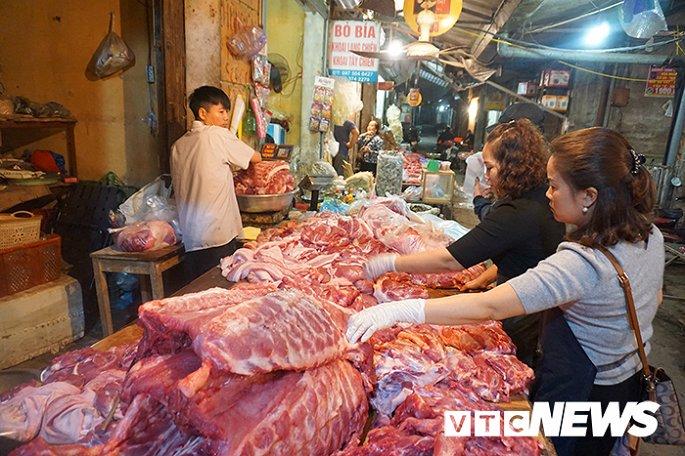 Giá thịt lợn tăng sốc, dân buôn kêu ế thảm-3