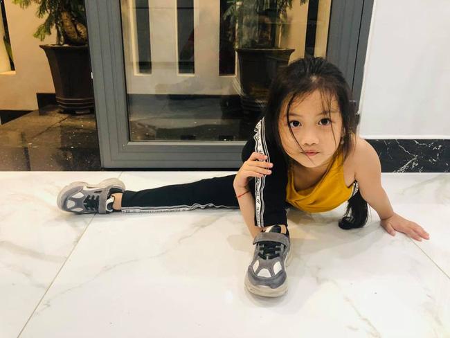 Bị nhắc nhở khi cho con gái 6 tuổi trang điểm mỗi ngày, Ốc Thanh Vân trả lời một câu khiến mọi người câm nín-8