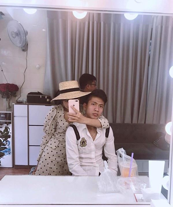 Tình bể bình như cầu thủ Phan Văn Đức và vợ sắp cưới: Về nhà gái qua đêm, sáng dậy sớm xúng xính đi chụp ảnh cưới-1