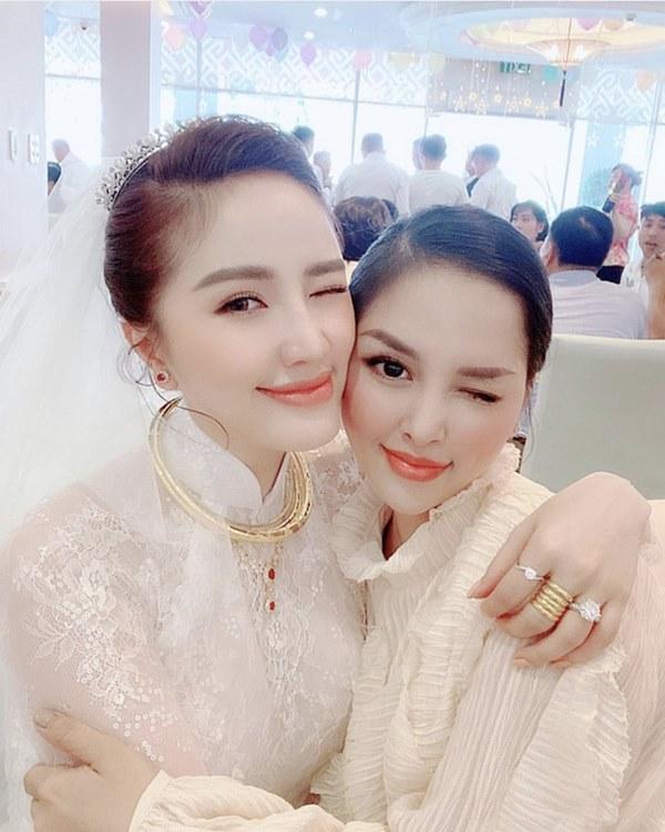 Trang Pilla khoe ảnh với Bảo Thy hậu đám cưới: Chị dâu em chồng thân nhau quá nên giống nhau ghê!-1