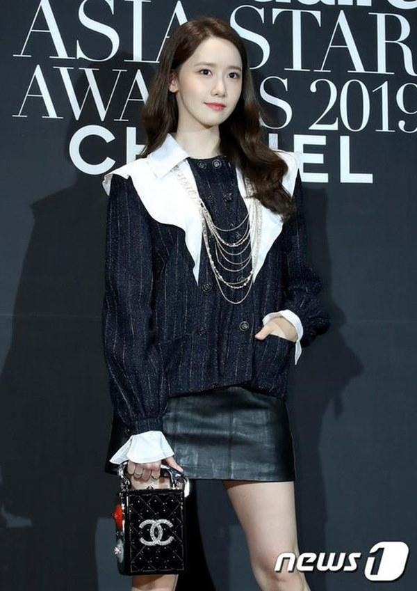 Hết Yoona rồi đến Hà Tăng diện chân váy da, bạn sao có thể kìm lòng trước item sang chảnh hào nhoáng này?-2