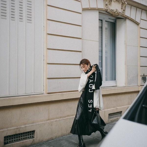 Hết Yoona rồi đến Hà Tăng diện chân váy da, bạn sao có thể kìm lòng trước item sang chảnh hào nhoáng này?-8