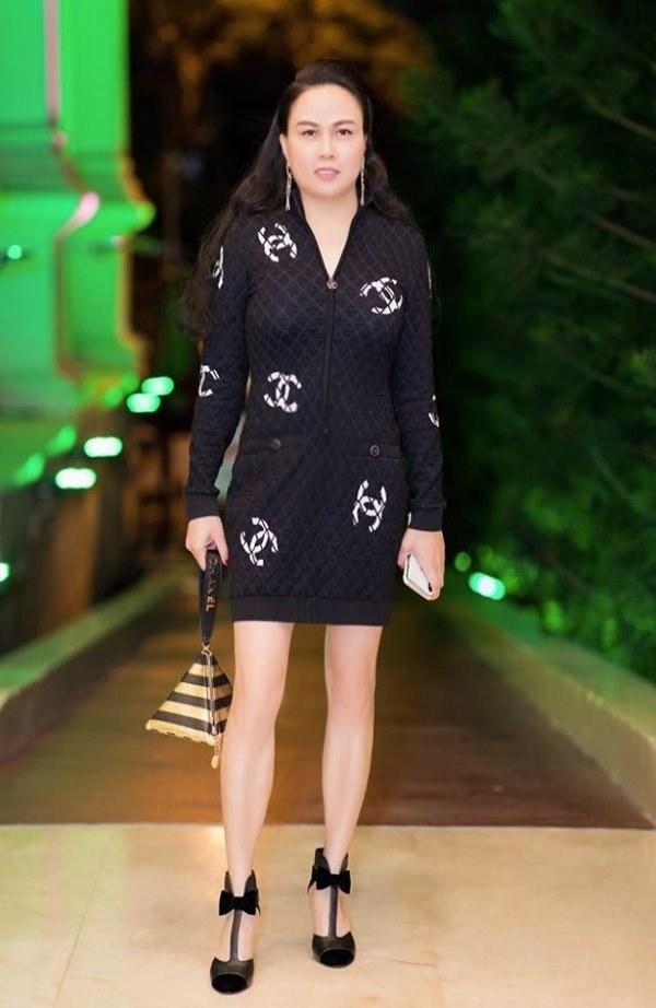 Ngọc Trinh, Phượng Chanel bạo tay sắm hàng hiệu tiền tỷ, mặc thả ga chẳng lo người ta-16