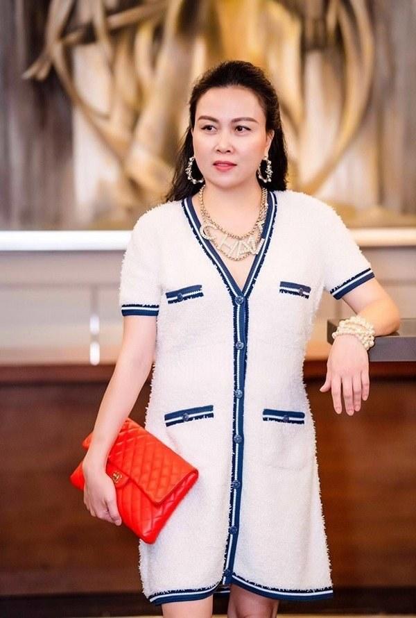 Ngọc Trinh, Phượng Chanel bạo tay sắm hàng hiệu tiền tỷ, mặc thả ga chẳng lo người ta-17