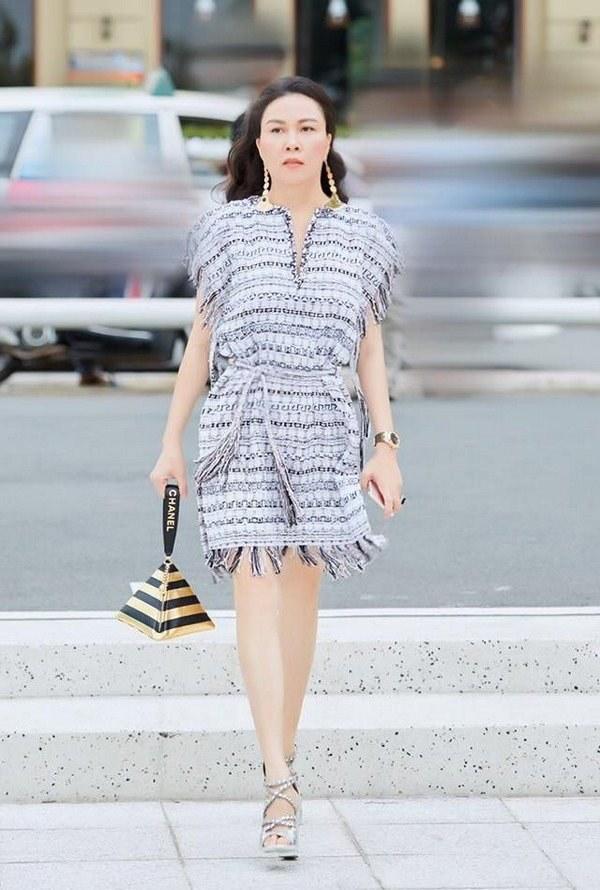 Ngọc Trinh, Phượng Chanel bạo tay sắm hàng hiệu tiền tỷ, mặc thả ga chẳng lo người ta-18