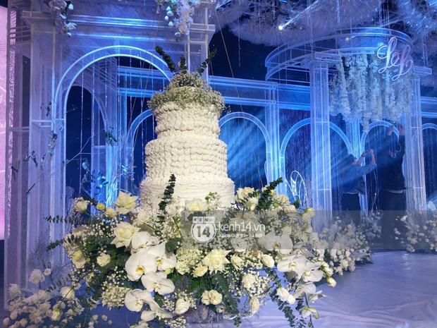 Không gian đám cưới Bảo Thy tại khách sạn 6 sao siêu sang chảnh: Trang trí giản đơn nhưng vẫn toát lên gia thế khủng!-2
