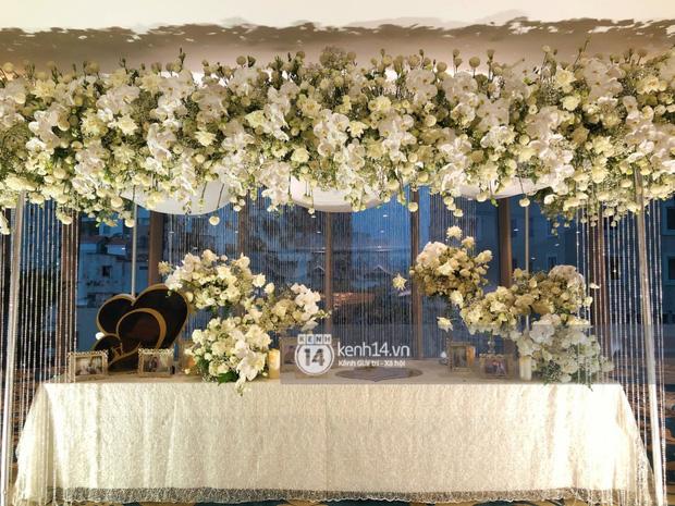 Không gian đám cưới Bảo Thy tại khách sạn 6 sao siêu sang chảnh: Trang trí giản đơn nhưng vẫn toát lên gia thế khủng!-5