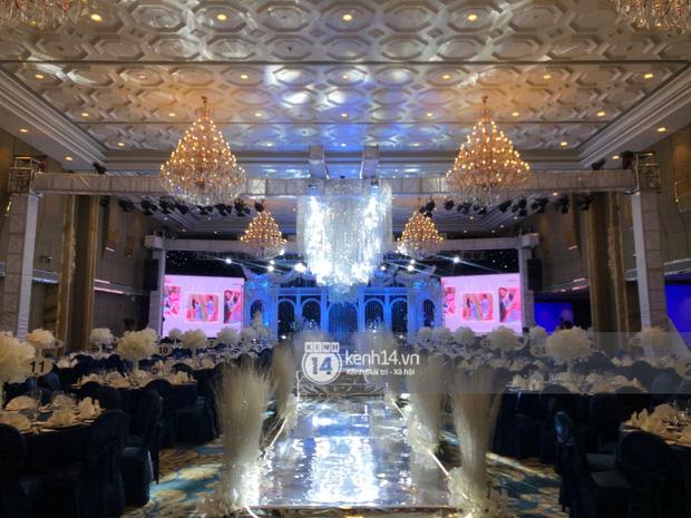 Không gian đám cưới Bảo Thy tại khách sạn 6 sao siêu sang chảnh: Trang trí giản đơn nhưng vẫn toát lên gia thế khủng!-6