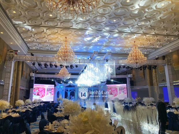 Không gian đám cưới Bảo Thy tại khách sạn 6 sao siêu sang chảnh: Trang trí giản đơn nhưng vẫn toát lên gia thế khủng!-7