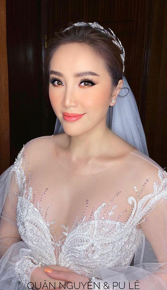 Đám cưới Bảo Thy: Cô dâu diện váy trắng cùng chú rể tiến vào lễ đường, trao nhau nụ hôn ngọt ngào-7