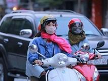 Sắp đón đợt không khí lạnh mới, đầu tuần người dân Hà Nội đi làm trong mưa rét