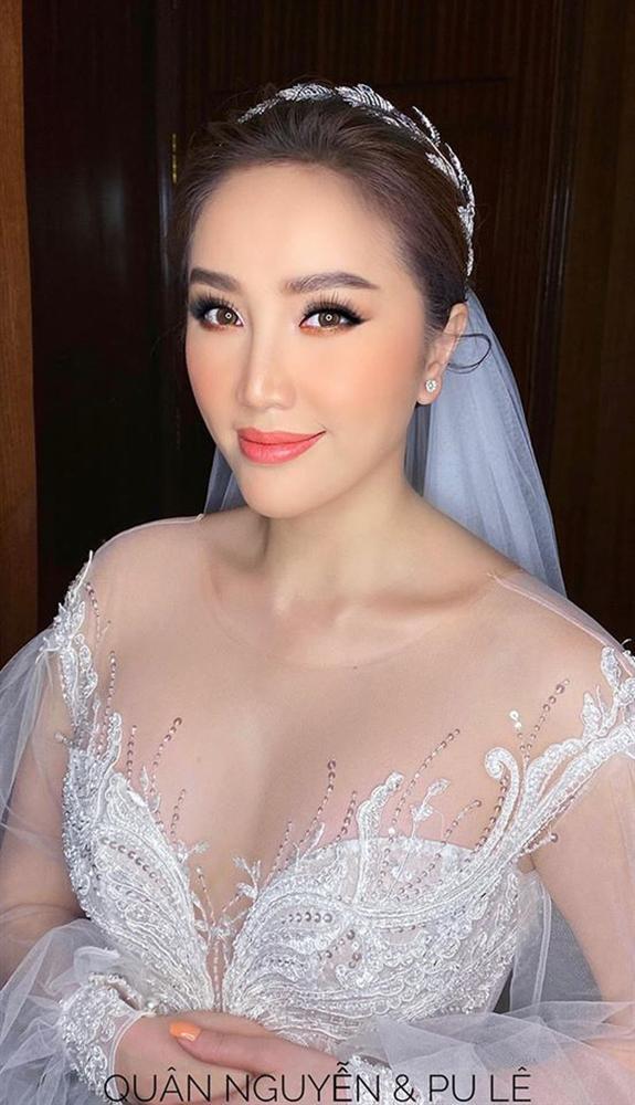 Đâu chỉ riêng Ông Cao Thắng, chồng Bảo Thy cũng đi giày độn gần 10 cm để xứng tầm bên cô dâu trong lễ cưới-5