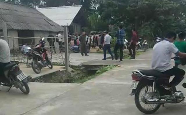 Vụ cha cùng hai con nhỏ treo cổ tự tử trong ngôi nhà khóa trái cửa ở Tuyên Quang: Trên tường nhà viết chữ hận vợ-2
