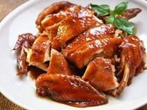 Cho gà vào nồi cơm điện không đổ nước, ai cũng lo cháy khét, lúc mang ra thì bất ngờ