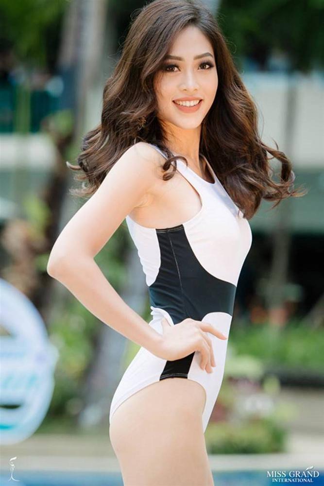Mặc bikini thi quốc tế: Ngân Anh nhầm nội y vẫn có giải, Tiểu Vy hot nhờ bụng múi-13