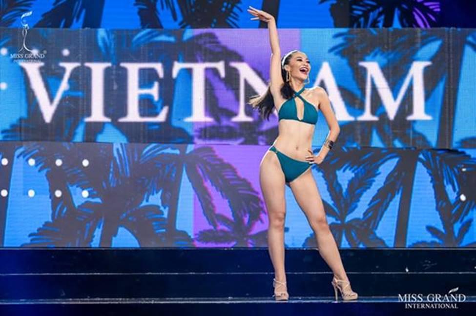 Mặc bikini thi quốc tế: Ngân Anh nhầm nội y vẫn có giải, Tiểu Vy hot nhờ bụng múi-9