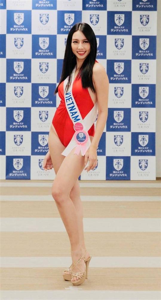 Mặc bikini thi quốc tế: Ngân Anh nhầm nội y vẫn có giải, Tiểu Vy hot nhờ bụng múi-14