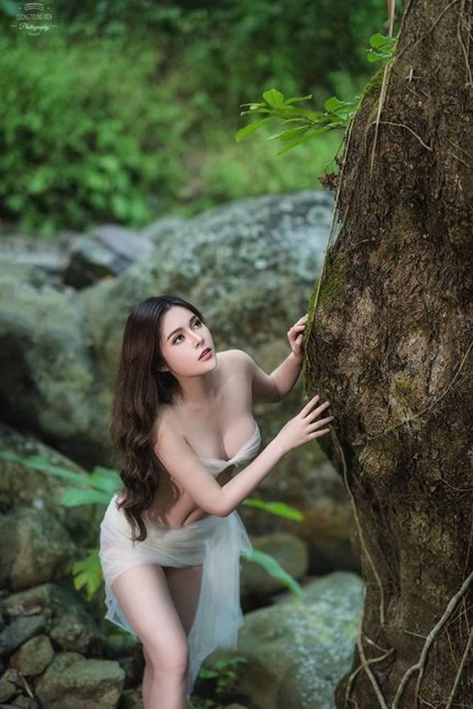 Hot girl Về nhà đi con tiết lộ bí mật body để hóa Eva giữa rừng siêu gợi cảm-2