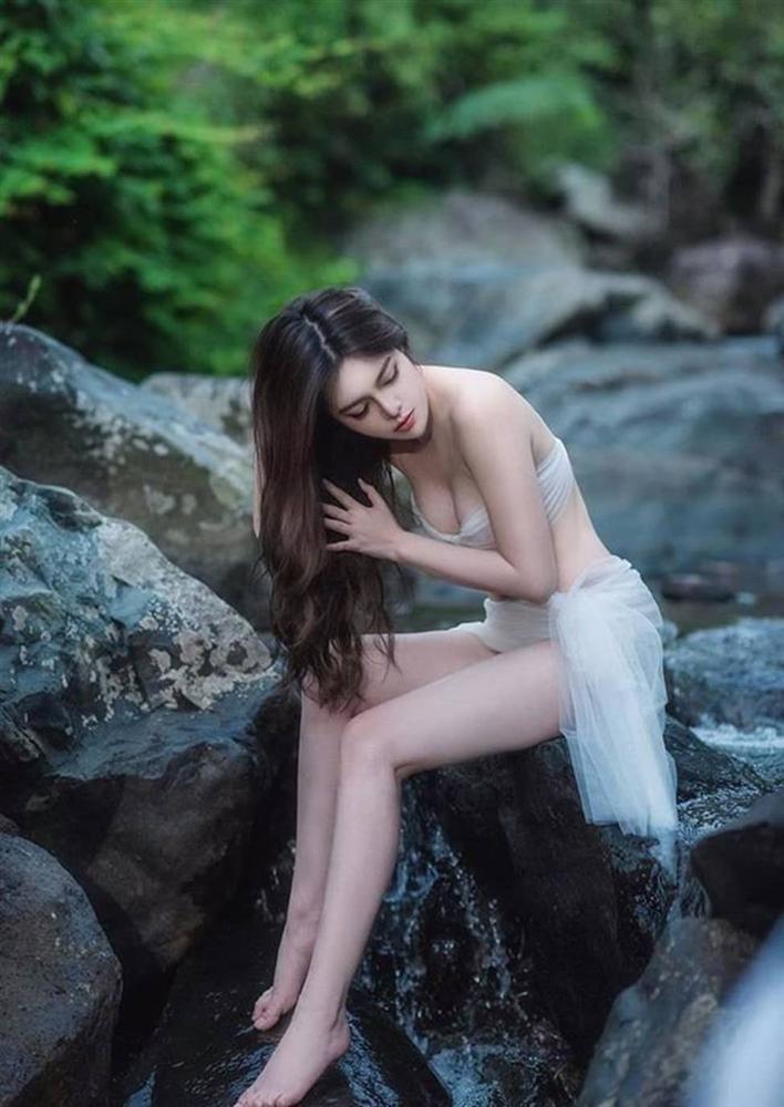 Hot girl Về nhà đi con tiết lộ bí mật body để hóa Eva giữa rừng siêu gợi cảm-4