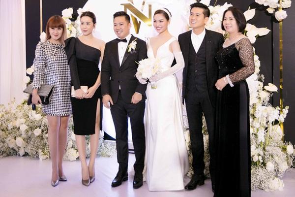 Vượt qua sóng gió hôn nhân, Hồ Hoài Anh - Lưu Hương Giang tay trong tay đi đám cưới Giang Hồng Ngọc-4
