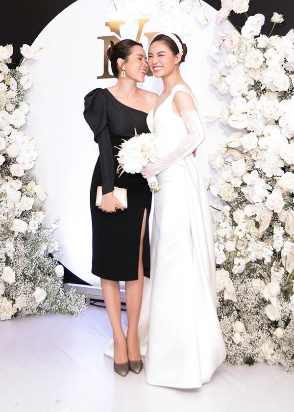 Vượt qua sóng gió hôn nhân, Hồ Hoài Anh - Lưu Hương Giang tay trong tay đi đám cưới Giang Hồng Ngọc-5