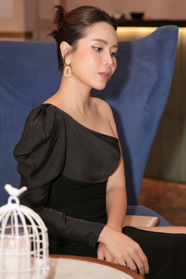 Vượt qua sóng gió hôn nhân, Hồ Hoài Anh - Lưu Hương Giang tay trong tay đi đám cưới Giang Hồng Ngọc-8
