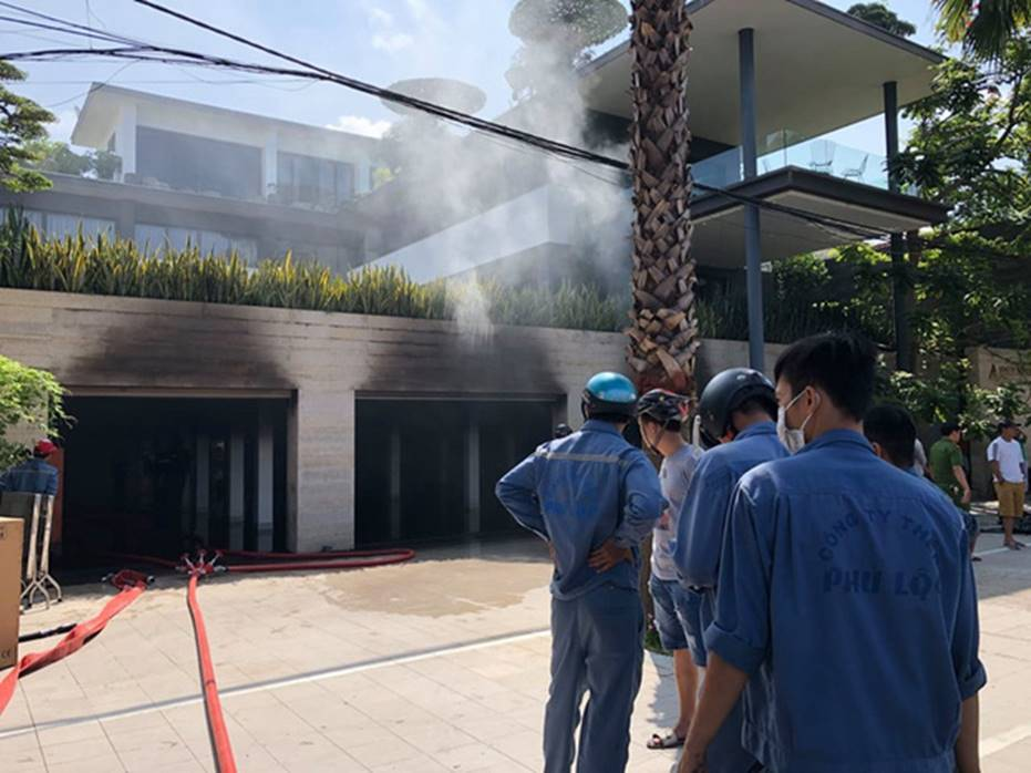 Cháy dữ dội tại tầng hầm biệt thự chứa nhiều ôtô sang của đại gia thép, nhiều tài sản bị thiêu rụi-3