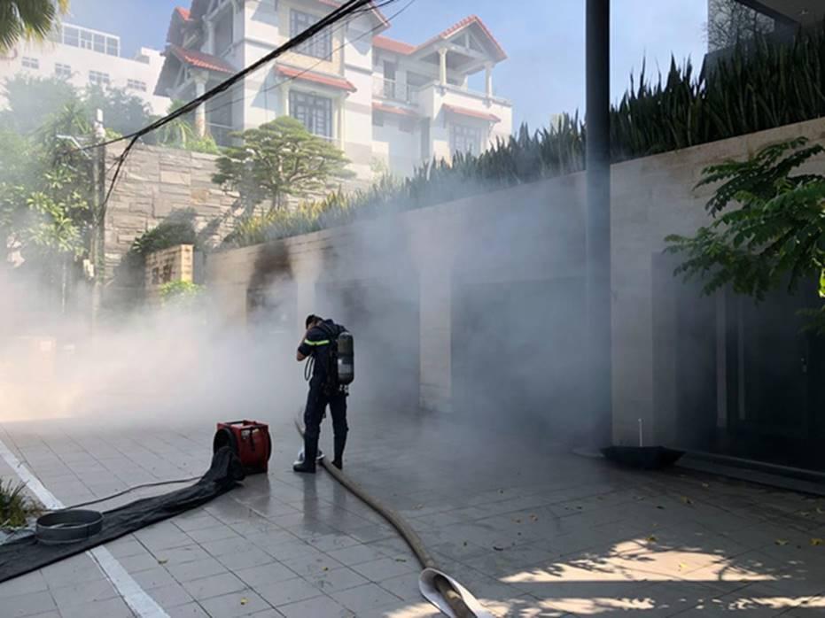 Cháy dữ dội tại tầng hầm biệt thự chứa nhiều ôtô sang của đại gia thép, nhiều tài sản bị thiêu rụi-4