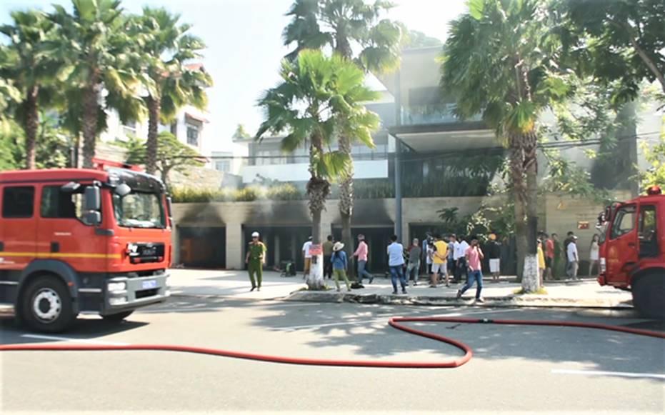 Cháy dữ dội tại tầng hầm biệt thự chứa nhiều ôtô sang của đại gia thép, nhiều tài sản bị thiêu rụi-7