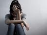 Phát hiện nữ sinh 14 tuổi khóc thút thít trong góc phòng, giáo viên chết lặng khi biết được sự thật kinh hoàng ngay tại trường học